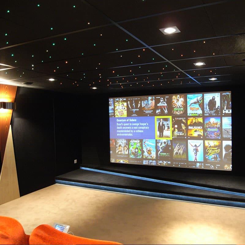 Salle de cinéma privée - installation domotique - maison connectée, Habilis